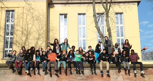 Wir Wellen (Nous les vagues) créé le 9 mai à Saarbrück