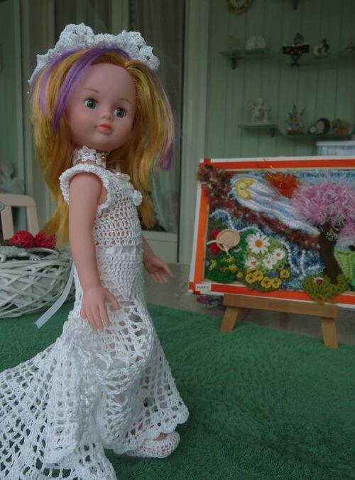 Prune se présente dans la robe /CAL  de Sylvie