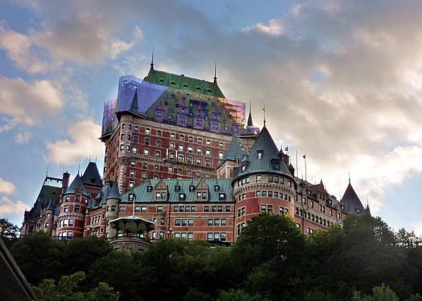 Québec Château Frontenac vue de rue Notre-Dame c