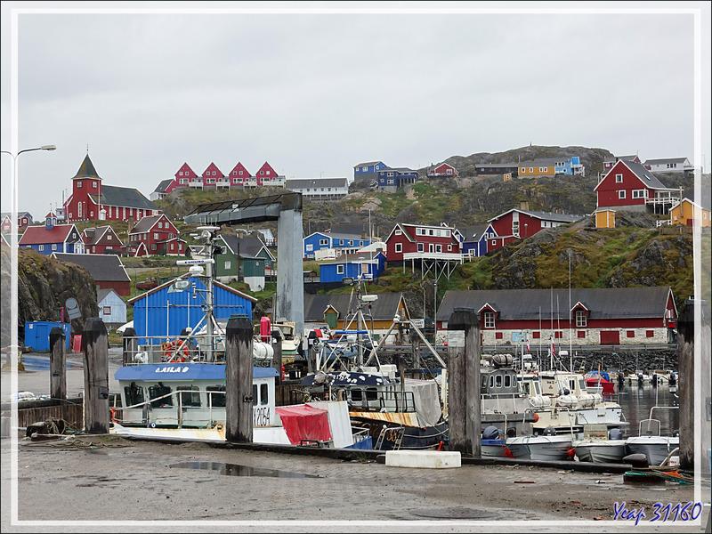 27/07/2019 : l'Austral est à quai dans le port de Sisimiut. Avec ses 5500 habitants c'est la seconde ville du  Groenland