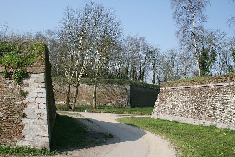 800px-Citadelle_Vauban_Lille_fosse.jpg