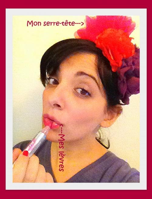 'Des lèvres roses et un serre-tête'