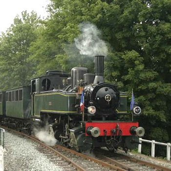 près du pont d'aspach, le train tracté par la locomotive mallet s'apprête à