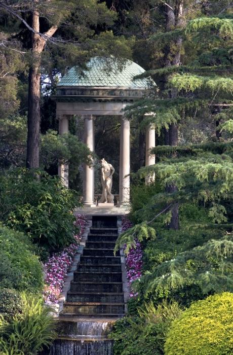 http://www.villa-ephrussi.com/sites/ver/files/styles/oeuvre_lightbox/public/3---jardin-a-la-francaise---c-c.-recoura.jpg?itok=zyjHxdHv