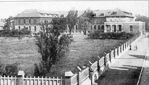 Le collège Sophie-Berthelot et la rue Edgar-Quinet