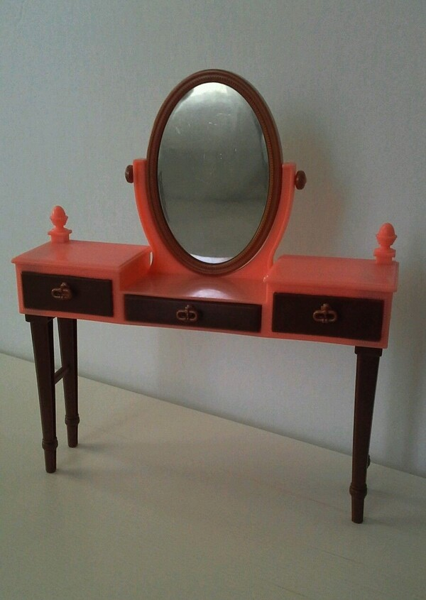 COIFFEUSE (DRESSING TABLE)