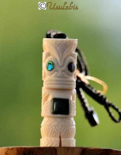 Blog de usulebis :Usulebis ,Artisan créateur de bijoux polynésiens , contact : usulebis@hotmail.fr, Pendentif en os serti de jade NZ
