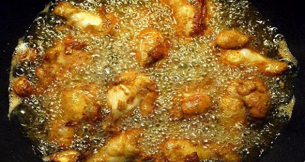 Voici comment vous devriez vous débarrasser de votre huile de cuisson usagée!
