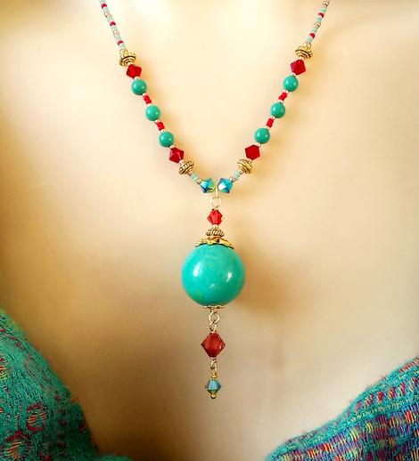 Collier pendentif pierre de turquoise verte et cristal de Swarovski / Laiton doré