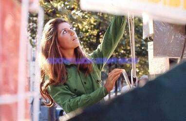 Septembre 1971 : Sheila au bord de la Seine.