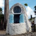 Les Trois-Îlets - Petit Oratoire sur la Plage de l'Anse-à-l'Âne - Photo : Edgar