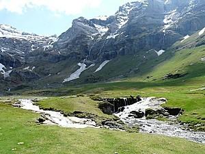 800px-Gèdre Troumouse ruisseau pont amont (3)