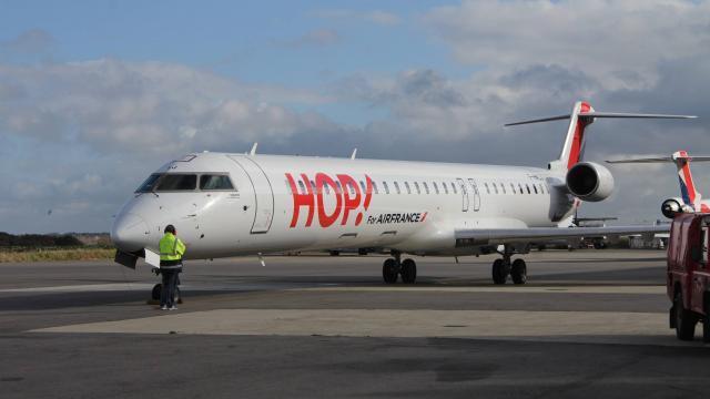 Une cinquantaine d'emplois sont appelés à disparaître chez Hop ! Brit Air, à l'occasion de la fusion. Le centre de formation Icare pourrait prochainement être renforcé.