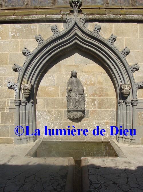 Le Folgoët, fontaine Notre-Dame du Folgoët