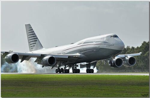 Un Boeing 747-8 se pose à Nantes..