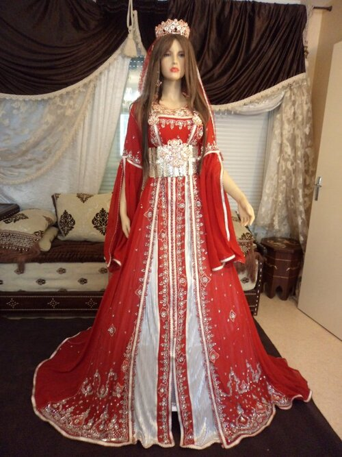 caftan marocain rouge : un charme incomparable