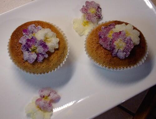 Cupcakes à la violette,primevéres cristallisées