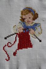 T comme Thérèse tricote.