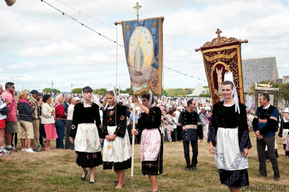 sainte-anne-la-palud - belles dames bretonnes