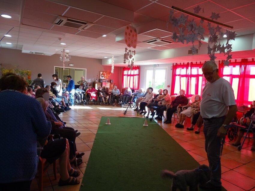 Visite à la maison de retraite de Tonnay charente