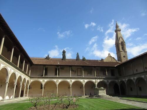 cloître de Santa Croce à Florence