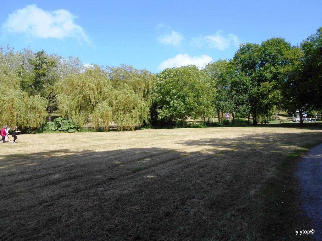 la parc du Château des Ravalet