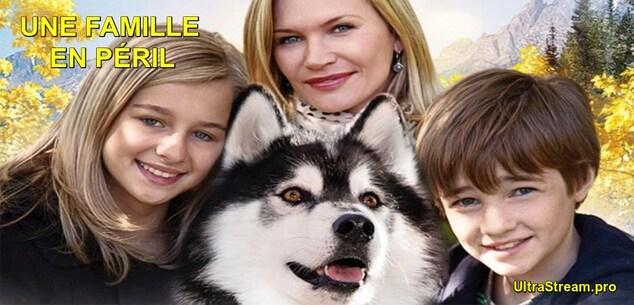Une famille en péril :  Deux enfants survivent après le crash de leur avion en plein Alaska. Un chien-loup va les trouver et les protéger dans cet environnement très dangereux. En effet, ils doivent notamment prendre garde aux grizzlis, aux torrents à l'eau glacée et au froid. De leur côté, les parents font tout pour venir les secourir le plus rapidement possible... ----- ...  Origine du film : canadien, Réalisateur : Richard Boddington, Acteur(s) :Cameron C.J. Adams, Erin Pitt, Natasha Henstridge, Genre : Aventure,Famille, Durée : 1h32min Date de sortie : 2013-01-01 Année de production : 2013