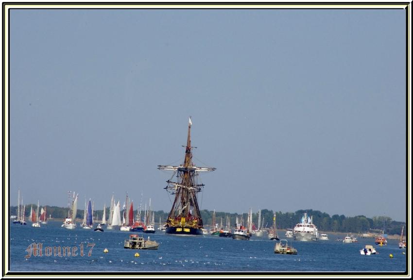 L'Hermione a quitté Rochefort pour ses premiers essais en mer !