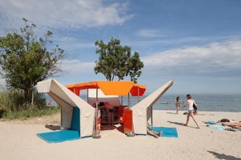 matali-crasset-bibliobeach-beach-library-france-designboom-02