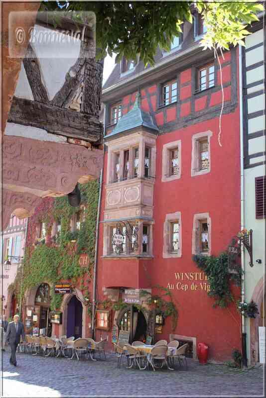 Alsace Haut-Rhin Route des Vins Riquewihr oriel XVIème siècle