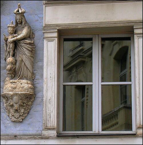 La vierge à la fenêtre ...