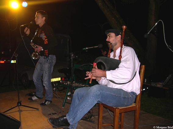 Un couple de sonneurs atypique : le duo saxo et biniou / saxo et veuze