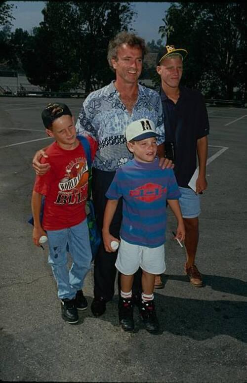 Kevin Dobson avec sa famille.