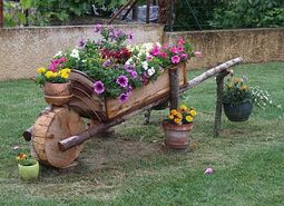 brouette fleurie | Garden decor projects, Country garden decor, Garden  projects
