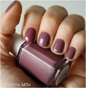 Kiko Light Mauve # 318 & Island Hopping de Essie, comparaison