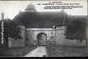 cartes-postales-photos-Le-Manoir-d-Ango-Porte-d-entree-VARE