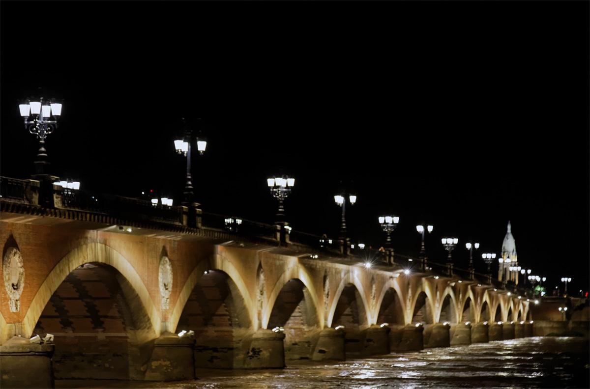 Bordeaux Le vieux pont de pierres