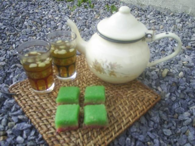 Baklawa avec un bon thé à la menthe