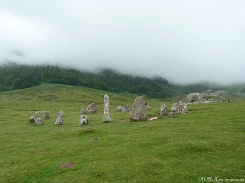 Les Cromlechs ou cercles de pierre