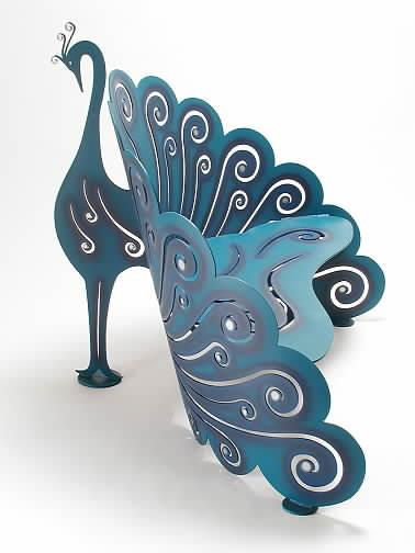 Chaises étranges et belles