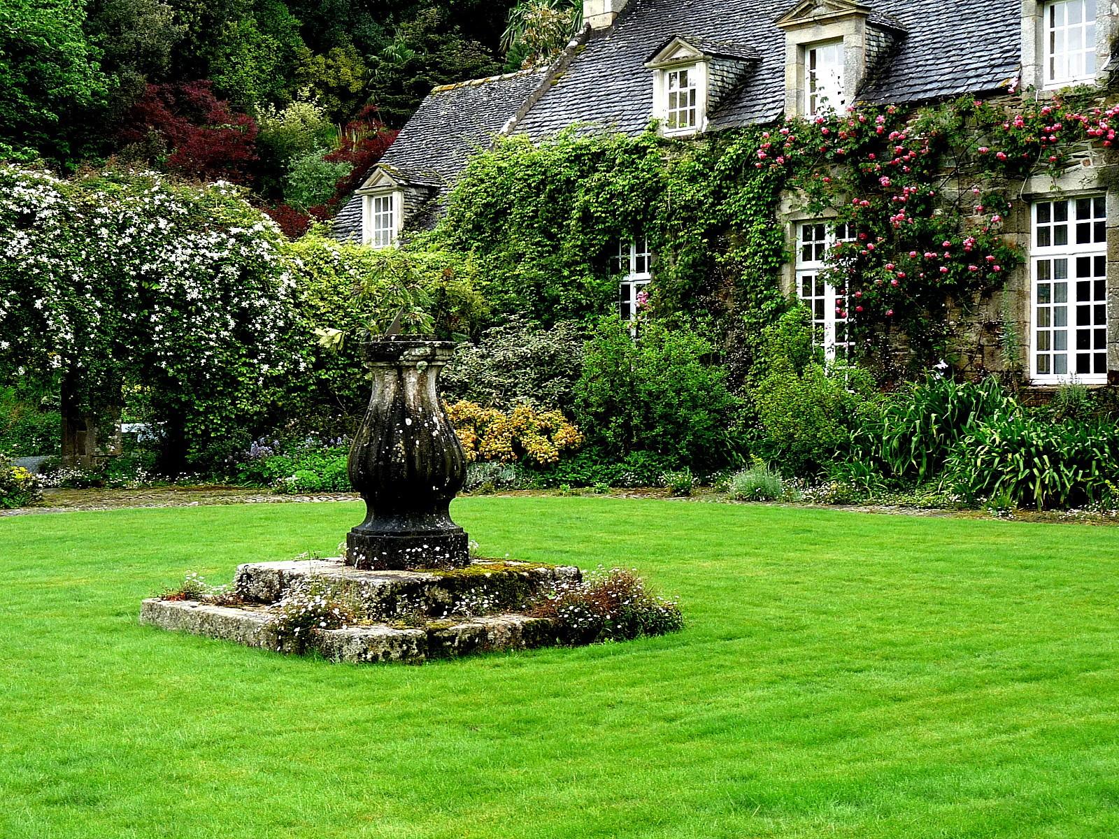 486 fleurs et jardins les jardins de kerdalo arr t for Jardin remarquable