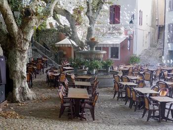 La place et la fontaine du Thouron