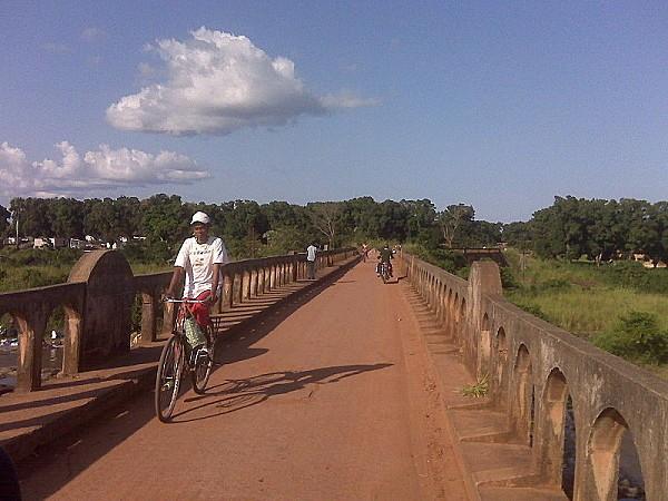 800px-Dungu bridge