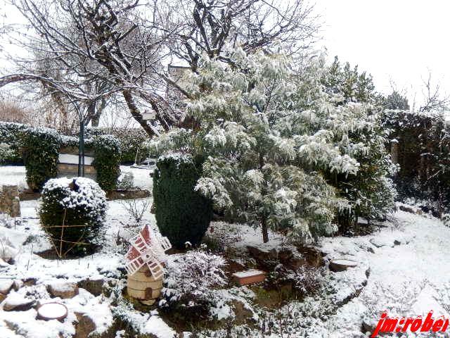 La neige tombait en voletant à petits flocons, Sauf que?