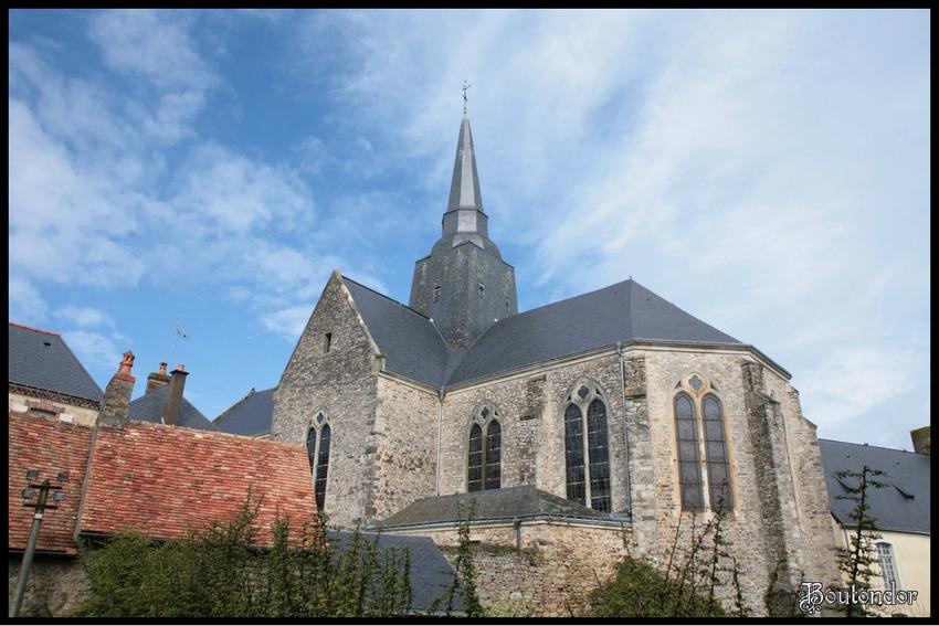 Sainte-Suzanne - l'église (Mayenne 53)
