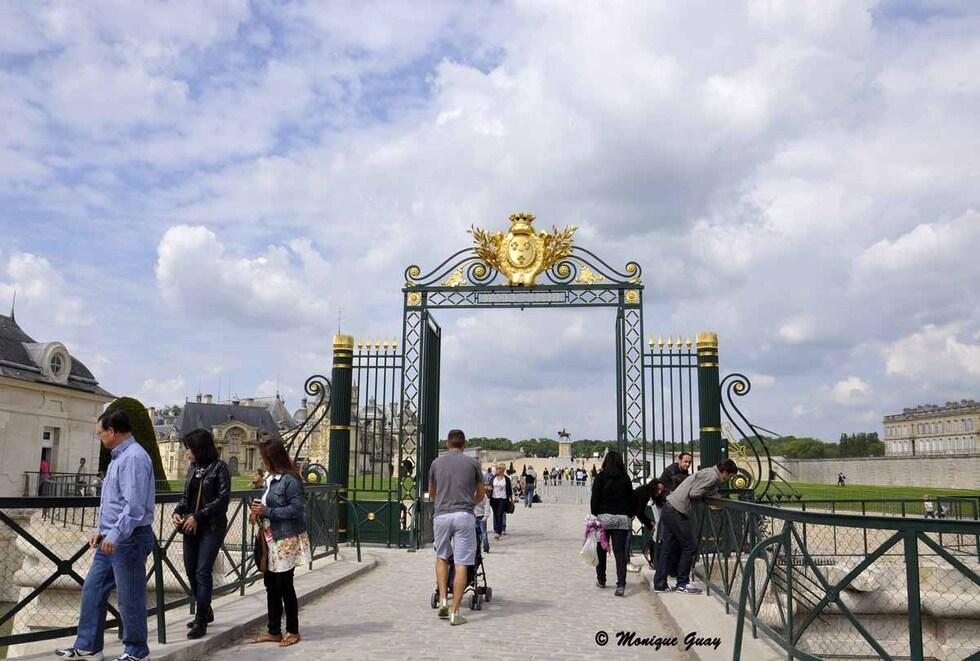 Vers la sortie du château de Chantilly