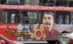 Portrait de Staline sur un bus