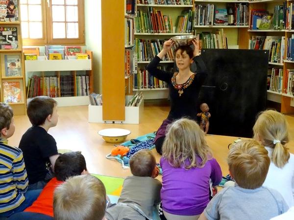 Un joli spectacle pour les enfants à la bibliothèque Municipale...