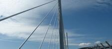 Sur la route, le viaduc de Millau
