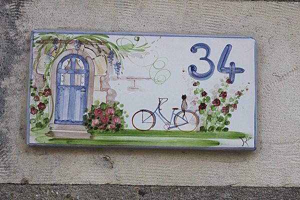 Des plaques de rue typiquement charentaises et d for Numero de porte en faience